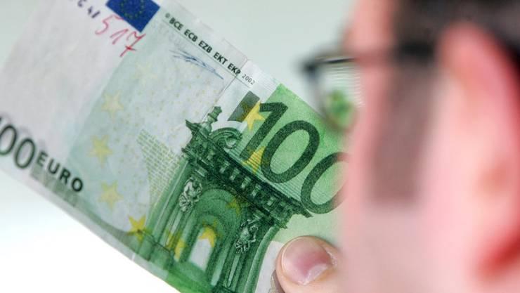 Falscher 100-Euro-Schein - der Bordellbesuch ging für den Jugendlichen unglücklich aus. (Symbolbild)