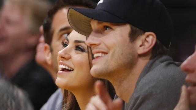 Ashton Kutcher hat Mila Kunis' Eltern kennengelernt (Archiv)