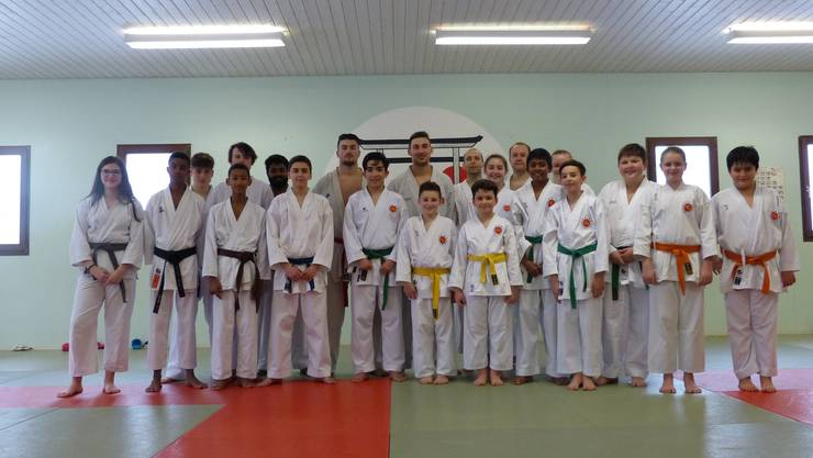 Die 21 Teilnehmer des überregionalen Spitzentrainings.