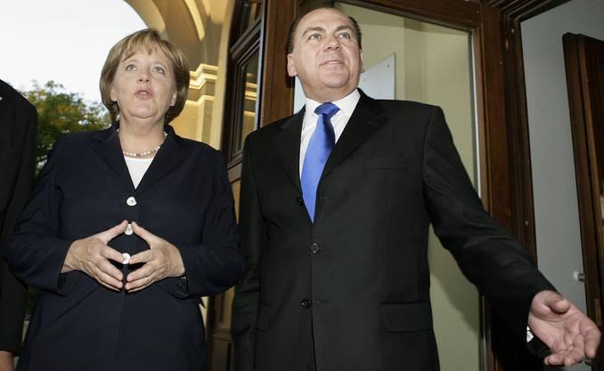 In der hohen Politik vernetzt: Weber mit Kanzlerin Merkel.