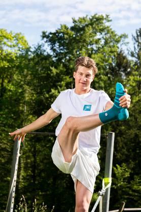 Zusammen mit drei Freunden gründet er das Start-Up «Teal», produziert aus Meeresabfall Socken.