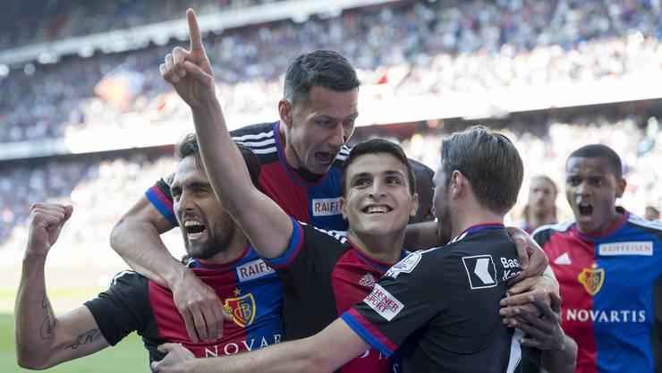 Mohamed Elyounoussi (2. v. l.) erzielte das 1:1 für den FCB.