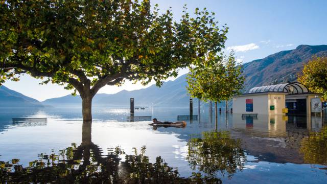 Der über die Ufer getretene Lago Maggiore in Ascona