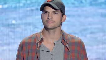 Ashton Kutcher ist ein ausgekochtes Landei: Er jagt gern und beisst bei Schmerzen die Zähne zusammen. (Archivbild)