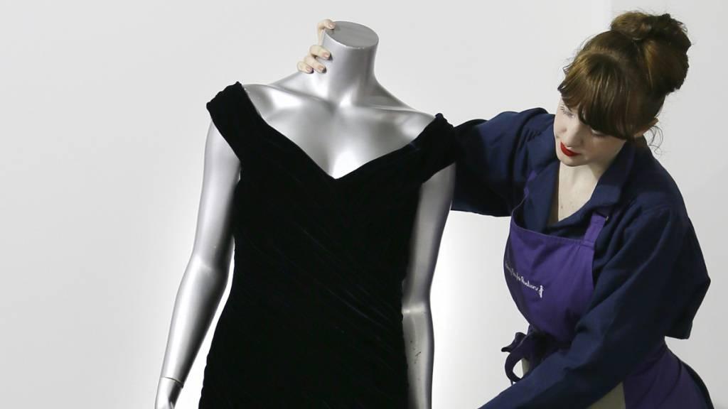 Dianas Samtkleid von Tanz mit John Travolta kommt unter den Hammer