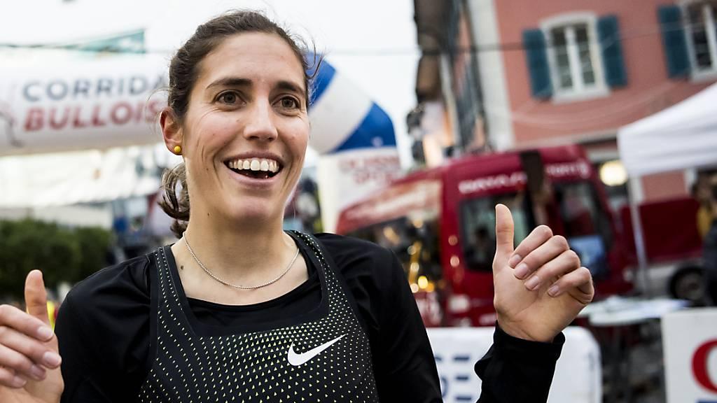 Daumen hoch: Fabienne Schlumpf überzeugt mit Schweizer Rekord. (Archivaufnahme)