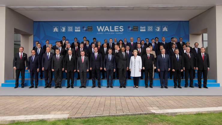 Gruppenbild der Politiker, die am Nato-Gipfel teilnehmen