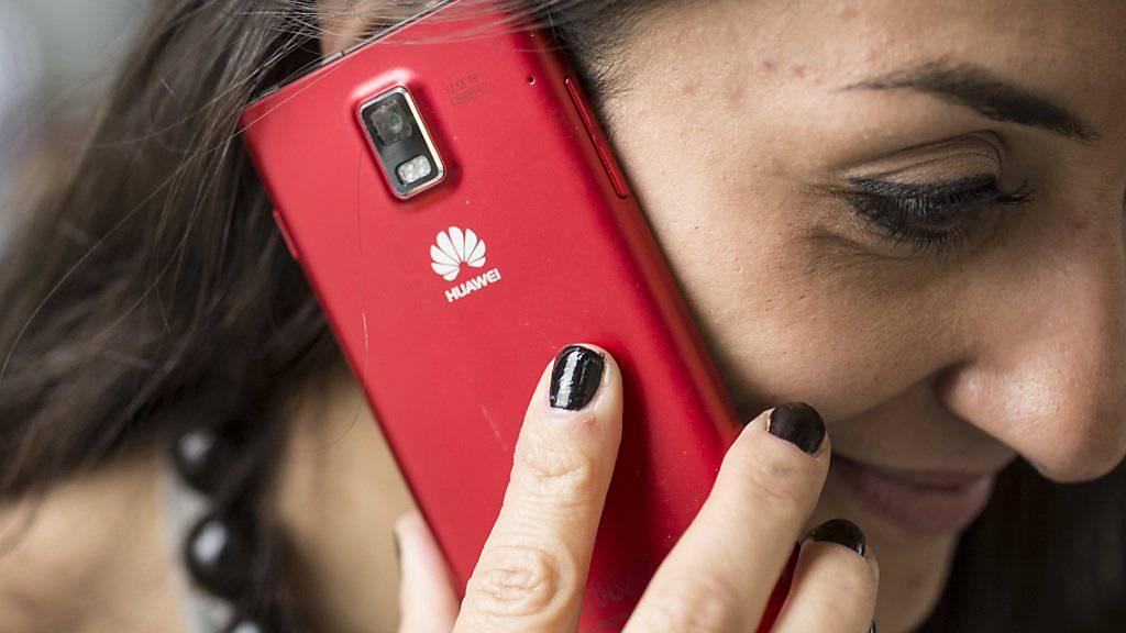 Die Verkäufe von Huawei-Smartphones sind trotz der Ankündigung von Google, Huawei keine Android-Updates zu liefern, um fast ein Viertel gewachsen. (Archivbild)