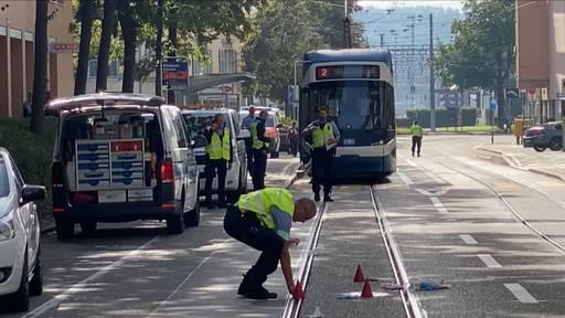 Mann nach Kollision mit Tram lebensgefährlich verletzt