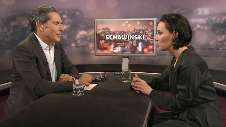 Roger Schawinski und der Edelprostituierten Salomé Balthus während der Sendung. Der Vorwurf der Frauenfeindlichkeit kostete den Talker fast den Kopf.