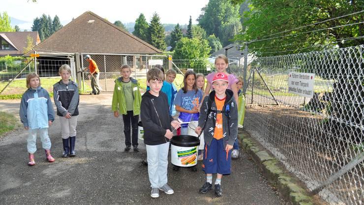 Grosse Vorfreude bei den jungen Tierpflegerinnen und Tierpflegern vor der lehrreichen Ferienpass-Stunde im Tierpark Langenthal.