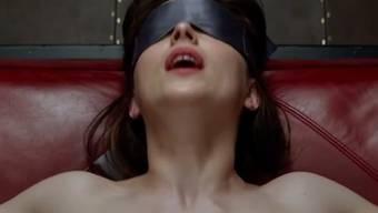 "Dakota Johnson in ""Fifty Shades of Grey"" (Screensot Trailer)"