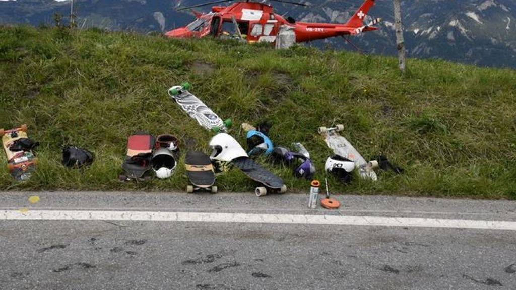 Für den am Samstag im Kanton Graubünden verunfallten Downhill-Skateboarder kam jede Hilfe zu spät. Er verstarb auf der Unfallstelle.