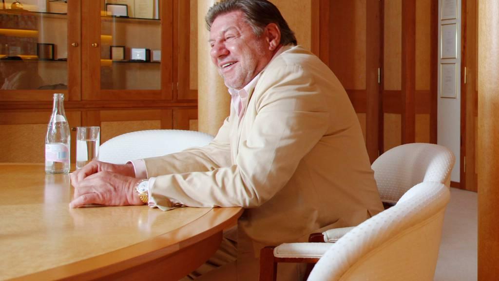 Jürg Marquard – damals noch CEO der Marquard Media AG – bei einem Interview zum 30. Geburtstag seiner Firma im Büro in Zug.