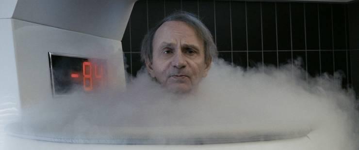 Michel Houellebecq in der Kryotherapie-Nebelkammer bei -84 Grad Celsius.