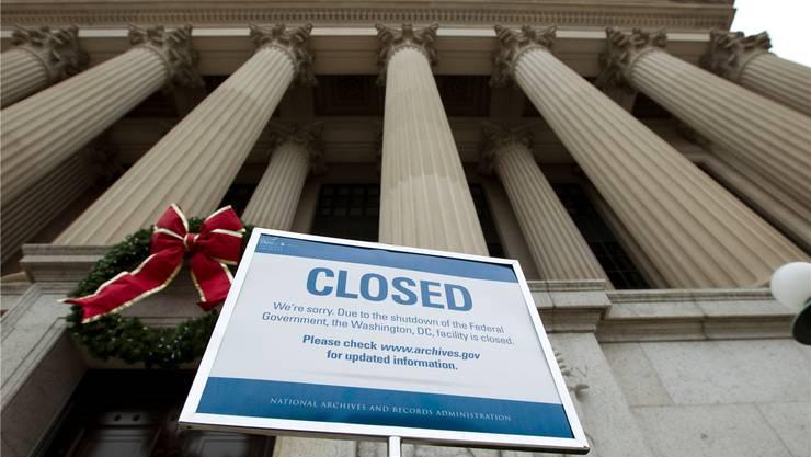«Geschlossen»-Schild vor einem Gebäude in Washington: Der Shutdown hält an.