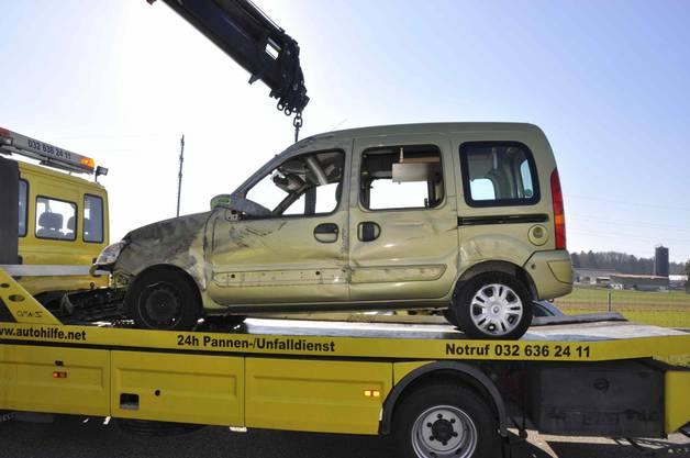 Der Sachschaden am Renault Kangoo ist beträchtlich.