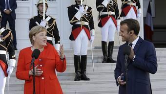 Die deutsche Kanzlerin Merkel und der französische Präsident Macron streben in der Flüchtlingspolitik Fortschritte auf EU-Ebene an.