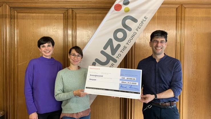 v.l. Klara Stracuk El Shemerly, Isabelle Aebersold (Horyzon) und Tobias Oetiker (Flörli-Stiftung)