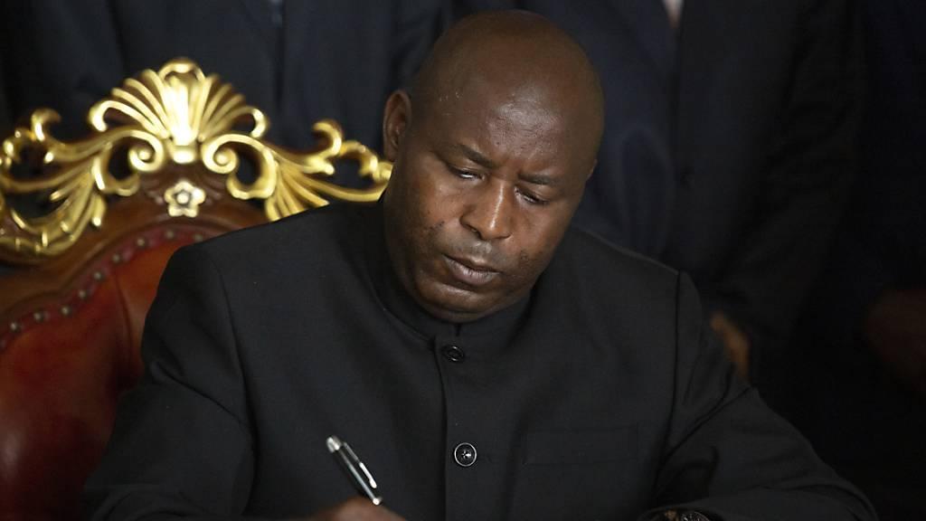 Nach Präsidententod in Burundi: Nachfolger im Amt vereidigt