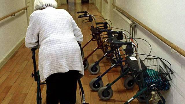 Die Finanzierung von Pflege und Betreuung im Alter soll erneut überarbeitet werden.