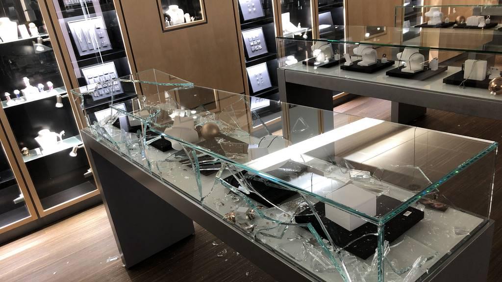 Einbrüche in zwei Schmuckgeschäfte – Polizei nimmt mutmassliche Täter fest