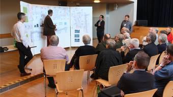 Anschauungsmaterial: Strasse und Gemeindesaalboden sollen saniert werden.