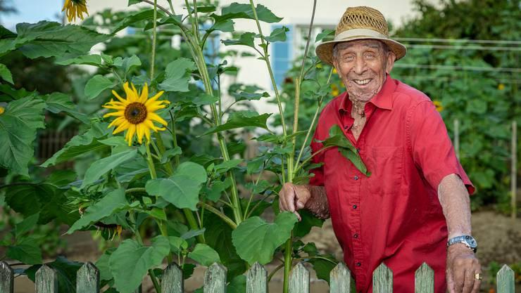 Im Sommer steht Tori jeden Morgen um fünf Uhr auf. Für den Garten.