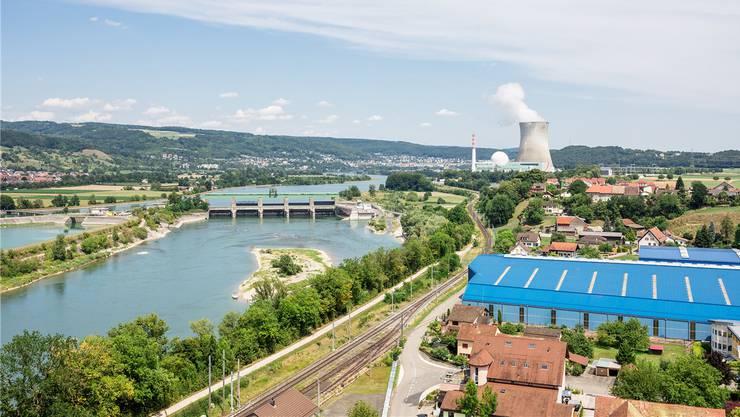 Ein AKW, zwei Länder, unterschiedliche Ansichten: Während auf Schweizer Seite das Atomkraftwerk Leibstadt trotz wiederholter Pannen viel Zuspruch geniesst, äussert die deutsche Seite am Betrieb harsche Kritik.
