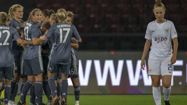 Ein Bild mit Symbolcharakter: Die Spielerinnen auch München jubeln, die Zürcherinnen müssen eine Niederlage hinnehmen.