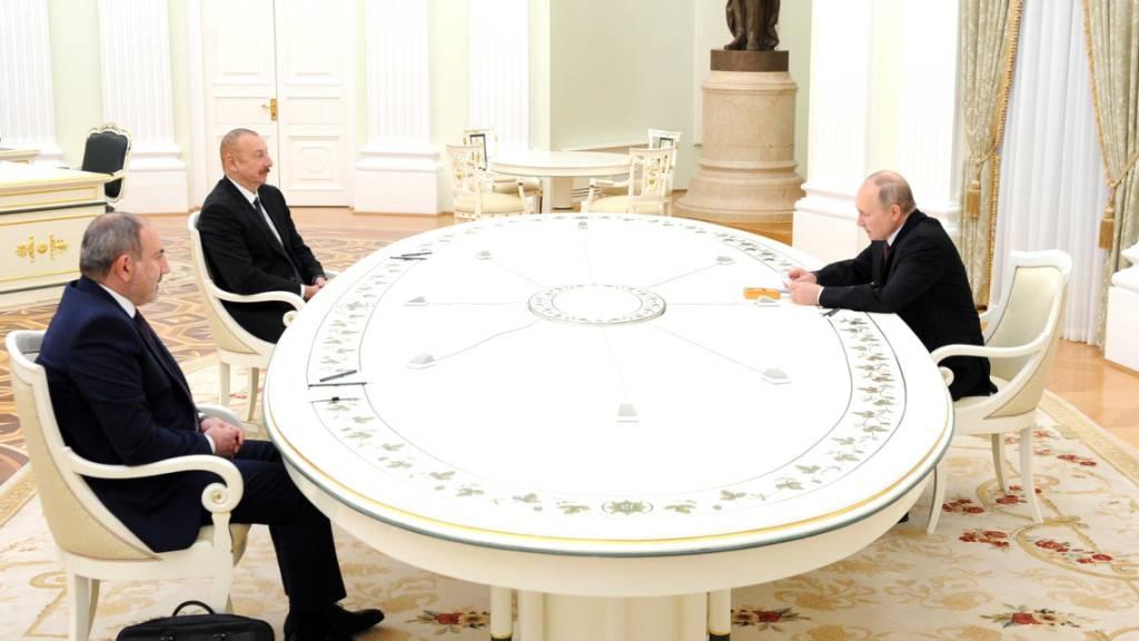 Putin vereinbart mit Armenien und Aserbaidschan Programm
