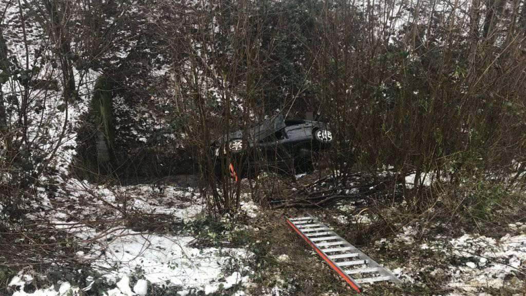 Das Auto überschlug sich mehrere Male und landete dann in einem Bachbett