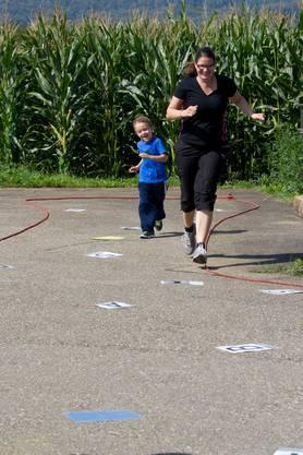Familiensporttag-Buchstaben-Slalom .jpg