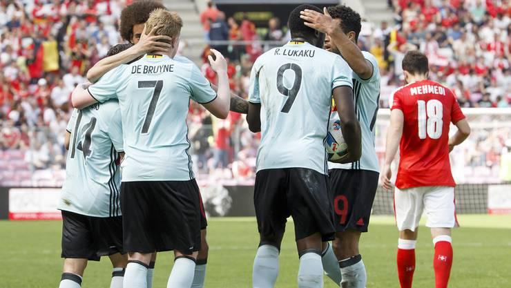 Die Belgier bejubeln den Ausgleich zum 1:1