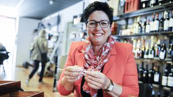 Daniela Schneeberger öffnet das Nähkästchen im Sissacher Caffè Vitrum und erwischt den Begriff «Macht».
