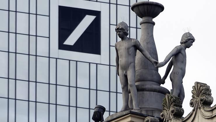 Die US-Demokraten wollen erreichen, dass die Deutsche Bank einen Einblick in ihre Geschäfte mit US-Präsidenten Donald Trump gibt. (Archivbild)