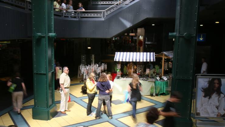 Im Aarauer City-Märt kaufen an Fronleichnam viele Auswärtige ein. (Peter Siegrist)