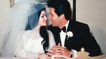 Priscilla und Elvis Presley nach ihrer Heirat im Mai 1967 (Archiv)