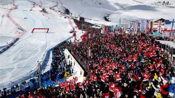 Die Männer-Abfahrt wurde am letzten Samstag zwar verschoben, doch im Zielraum feierten 38000 Zuschauer ein Ski-Fest.Christian Pfander/freshfocus