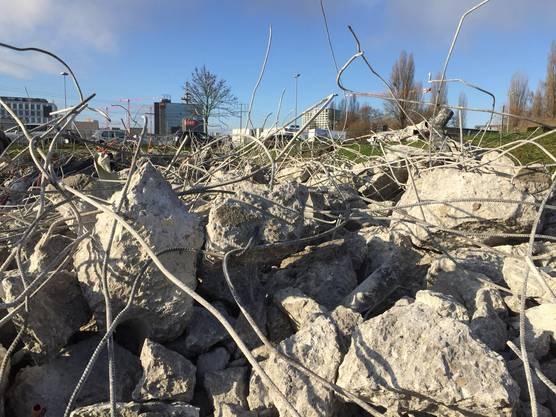 Recyclen statt Plattmachen: Der Kanton Zürich will zum Vorreiter im Baustoff-Recycling werden. Alte Häuser werden nicht mehr mit der Abrissbirne dem Boden gleichgemacht sondern aufwändig auseinandergenommen.