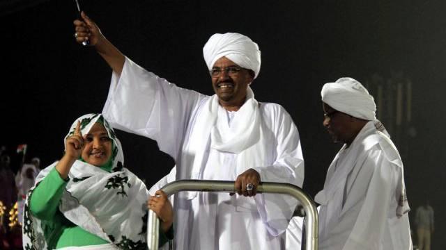 Omar al-Baschir während des Wahlkampfs (Archiv)