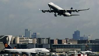 Flugzeuge am Flughafen in Frankfurt am Main (Symbolbild)