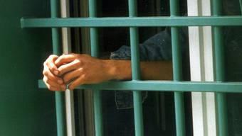 Der Randständige sollte wegen rund 20 Franken in Untersuchungshaft gesteckt werden. (Symbolbild).