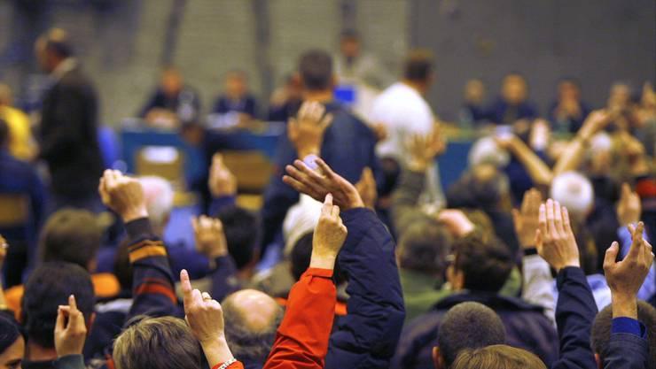 Im Fricktal inzwischen ein seltenes Bild: Eine gut gefüllte Turnhalle bei einer Gemeindeversammlung.