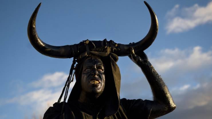 Der Leibhaftige lässt sich nicht so einfach austreiben (Teufelsdarstellung am Karneval in Spanien in einer Aufnahme vom Februar 2013).