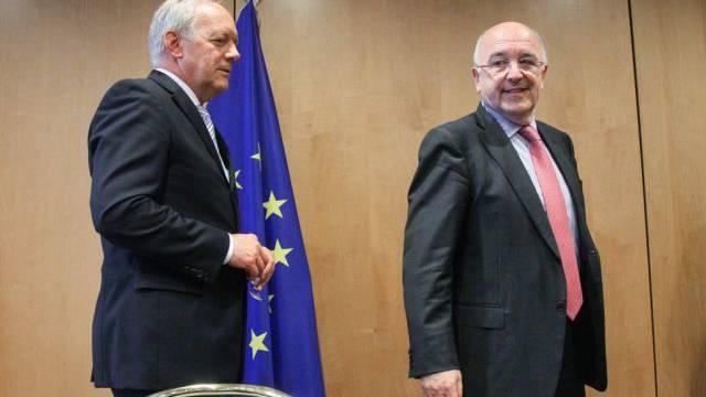 Bundesrat Schneider-Ammann (l.) bei EU-Kommissar Almunia in Brüssel