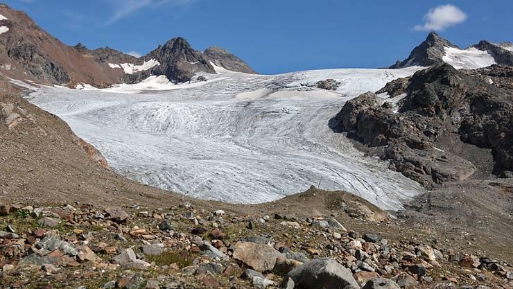 Der Rückgang der Gletscher (hier Silvrettagletscher) ist deutlich sichtbar, aber auch im Untergrund taut es: Der alpine Permafrost erwärmt sich seit Jahren stetig.