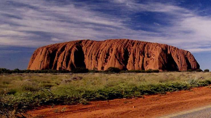 Der berühmte Uluru. Der Berg ist den Ureinwohnern Australiens heilig.