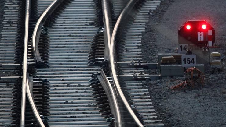 Ein defektes Weichenteil lässt bis morgen gegen 5.30 Uhr die Züge zwischen Lenzburg und Othmarsingen ausfallen.