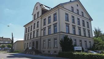 Das ehemalige KV-Gebäude an der Hauptstrasse 80 soll in Gemeindebesitz übergehen.